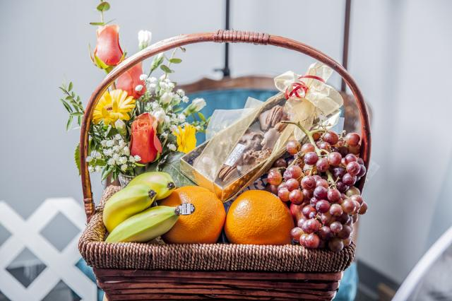 Thanksgiving-Gift-Basket.jpg